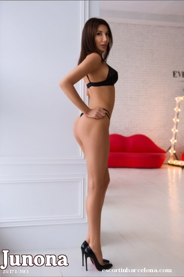 Junona, Russian escort who offers massages in Barcelona