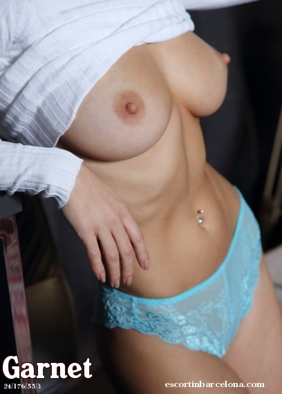 Garnet, Russian escort who offers dates in Barcelona